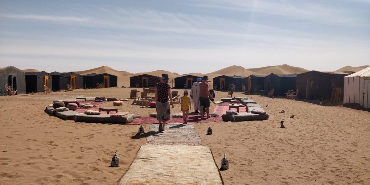 overnachten in de sahara bij erg chegaga